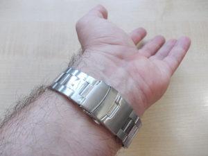 rucni spijunski sat na ruci